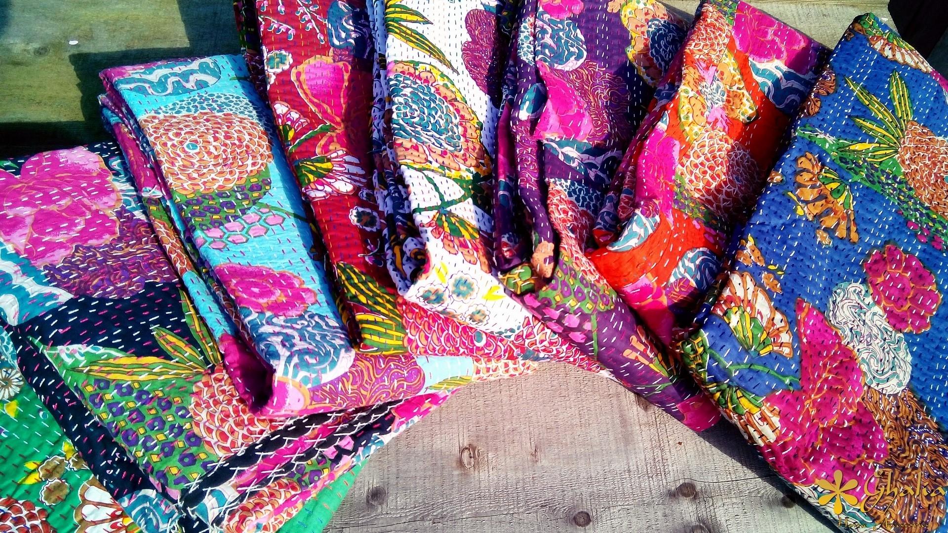 Indische kantha quilts ghalia for Indische wohnaccessoires